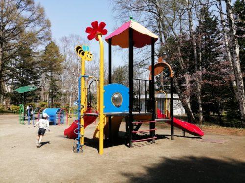 幼児が遊べるコンビネーション遊具