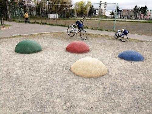 ボール状のクッション遊具
