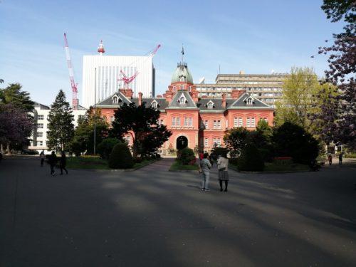 東門(正面)から敷地内に入った北海道庁旧本庁舎(赤れんが庁舎)