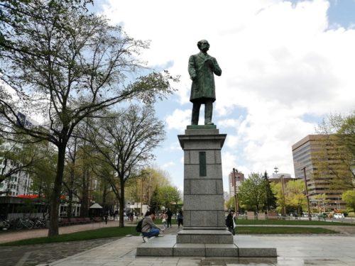 ホーレス・ケプロンの像