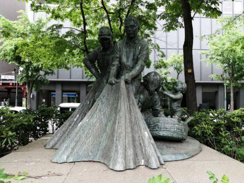 漁民の像。