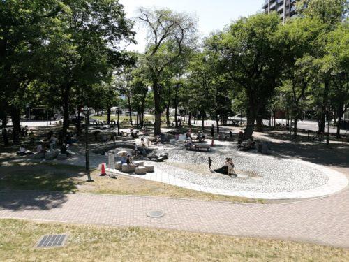 大通公園9丁目の遊水路エリア全体。