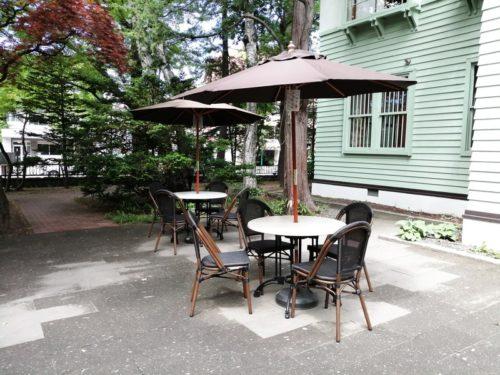 旧三菱鉱業寮前のカフェテラス