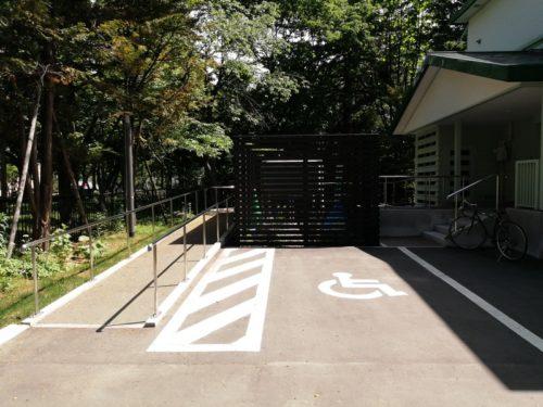 車いす利用者用駐車場