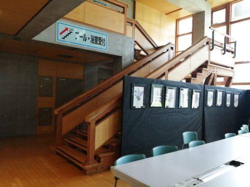 2階へは、階段とスロープ