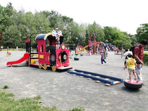 汽車の形のコンビネーション遊具