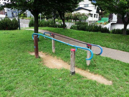パラレルスロープ(平行棒)の健康遊具