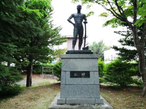 澄川開基100年記念「拓魂」の像