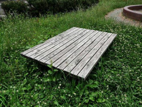 長方形型のベンチ