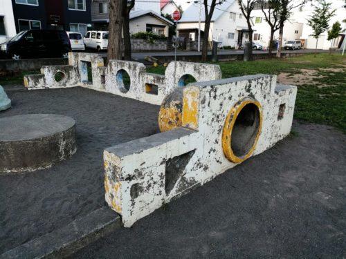 トンネルブリッジ遊具