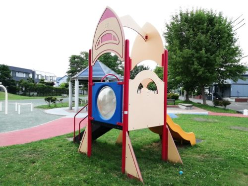 幼児が遊べるのコンビネーション遊具