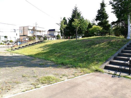 1.5メートルほどの高さの丘