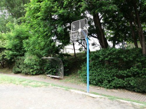 ゴールネット部分が鉄のバスケットゴール