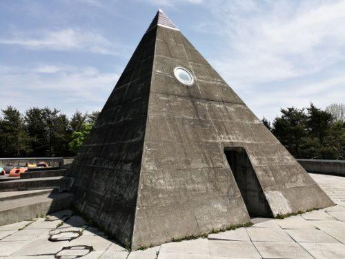 ピラミッド型のトイレ