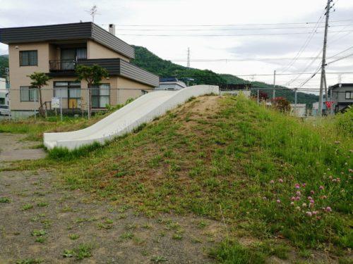 1メートルほどの高さの山