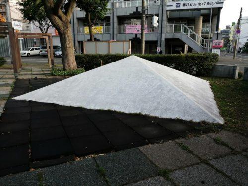 ピラミッド型のすべり台