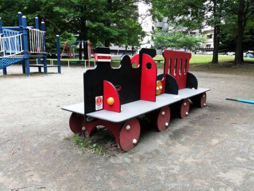 汽車模型の遊具