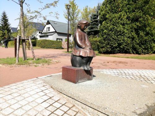 「かえり道」の銅像