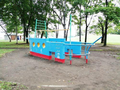 船の形の遊具