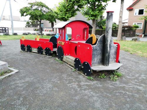 汽車の形の遊具