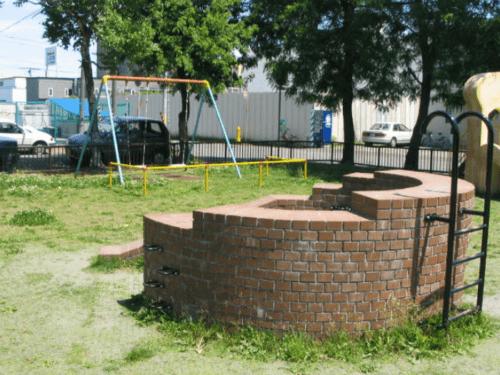 煙突型の遊具