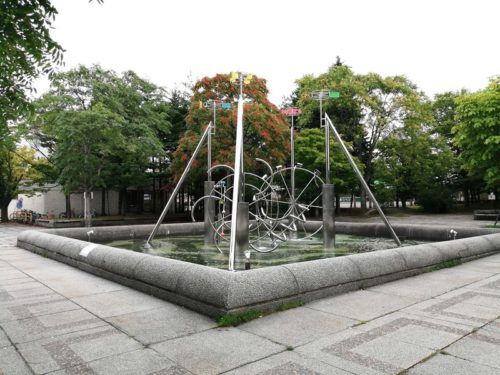 水の遊び(四つのポンプ)