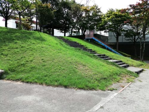 3メートルほどの高さの丘