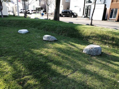 石のオブジェ