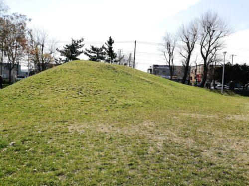 3メートルほどの高さの山