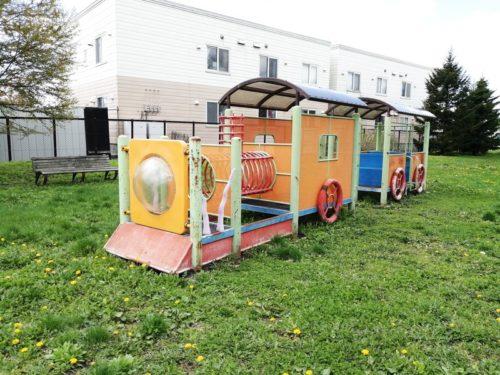 機関車の形をした遊具