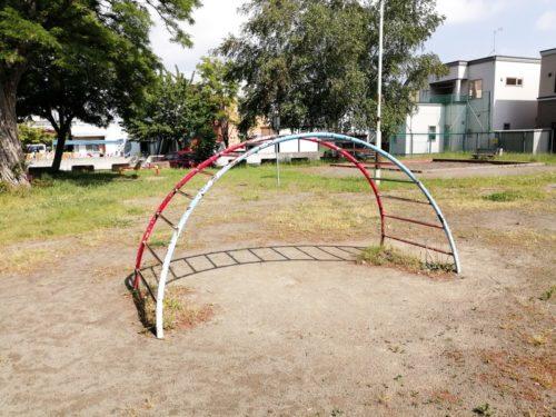 アーチ型のラダー(タイコ橋)遊具
