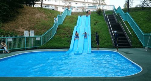 水遊び場(ウォータースライダー)